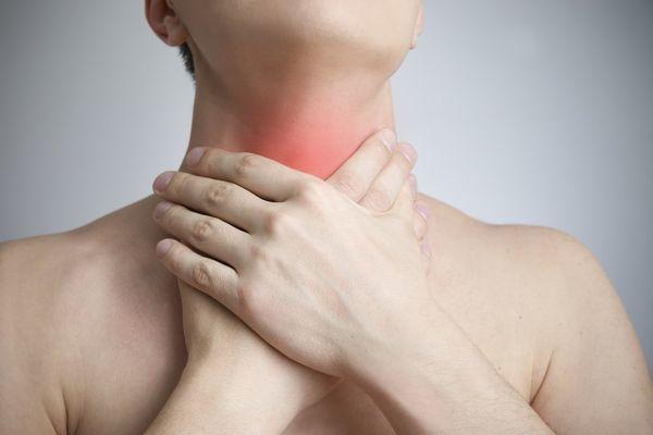 Кашель до рвоты: причины сильных приступов у взрослых, что делать, как остановить симптом, возникающий по ночам или по утрам