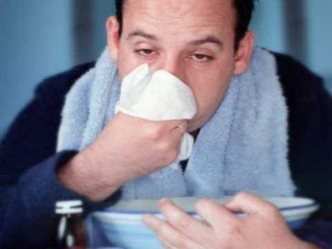 Болит горло и насморк, кашель, но нет температуры, чем лечить?