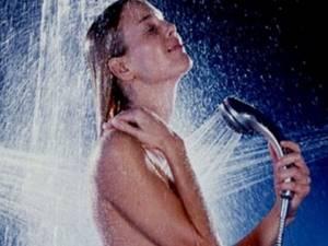 Можно ли мыться при температуре: почему нельзя принимать водные процедуры в бане, что делать разрешено и при каких показателях на градуснике