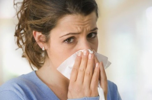Болит горло и высокая температура: у ребенка, у взрослого, что делать?