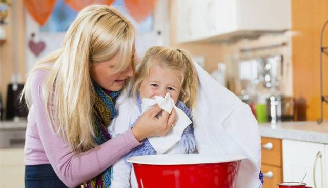 Можно ли при температуре делать ингаляции: паровые процедуры и с использованием небулайзера, почему нельзя ингалировать при гипертермии, лечение детей