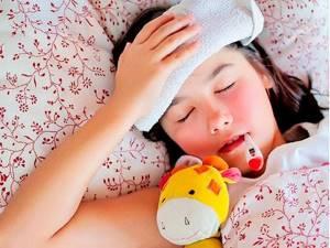 Обтирание уксусом при температуре: можно ли сбить лихорадку таким способом, до каких пропорций обычно разводят, последствия растираний для ребенка и взрослого