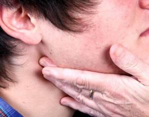 Воспалился лимфоузел на шее: как и чем лечить, что делать?