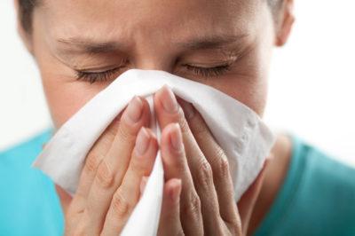 Першит в горле и хочется кашлять при беременности: 1, 2, 3 триместр, чем лечить