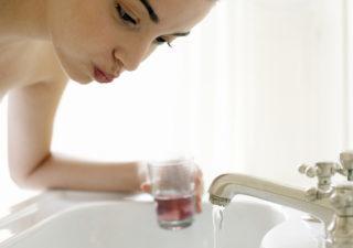 Болит горло: почему, причины, чем лечить в домашних условиях