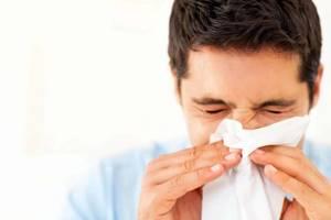Насморк с кровью: почему бывают красные сопли у взрослых, причины выделений из носа у детей, у женщин при беременности, что делать