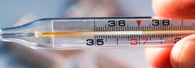Температура 37: если держится без симптомов неделю, нормально это или нет, причины у взрослых людей, у женщин, что делать, можно ли парить ноги