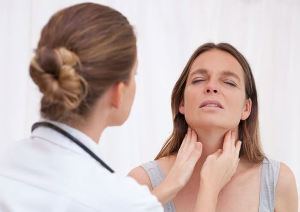 Постоянно и часто болит горло и не проходит: причины, что делать?