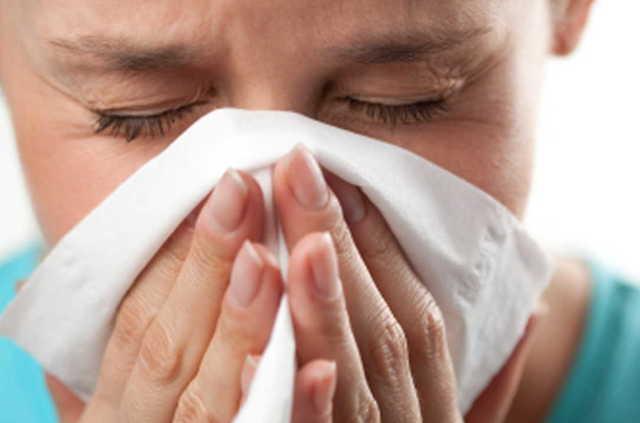 Как вылечить насморк: быстрое и эффективное лечение взрослых и детей, что делать в домашних условиях, как быть при затяжном и сильном рините, если течет ручьем