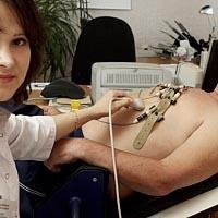 Спазмы в грудной клетке посередине, причины