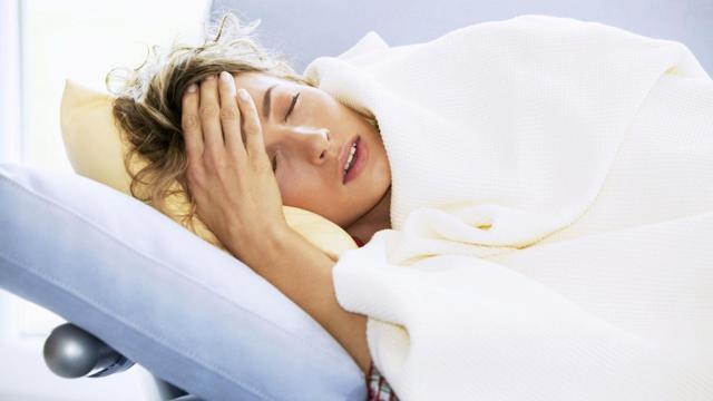 Температура вечером: почему поднимается каждый день, сколько должен показывать градусник, причины повышения при болезни и без других симптомов