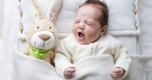 Насморк у грудничка: лечение у детей, физиологический ринит, без температуры, чем промывать нос, капли, как быстро вылечиться, можно ли гулять и купать ребенка