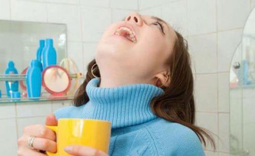 Мирамистин при грудном вскармливании (лактации) в горло и в нос