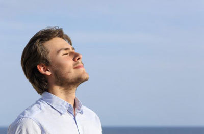 Тяжело дышать: причины, почему возникает в спокойном состоянии, после еды, лежа, после алкоголя, выкуренной сигареты, что при этом делать