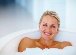 Можно ли принимать ванну при температуре: почему нельзя купаться в горячей воде, при каком показателе градусника разрешается взрослым