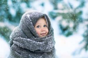 Температура у ребенка: сколько держится при ОРВИ, что делать, если не сбивается, можно ли гулять или купать, когда следует вызывать скорую