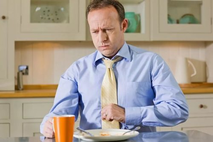 Кашель после еды: почему начинается у ребенка, причины приступов у взрослых, к какому врачу обратиться